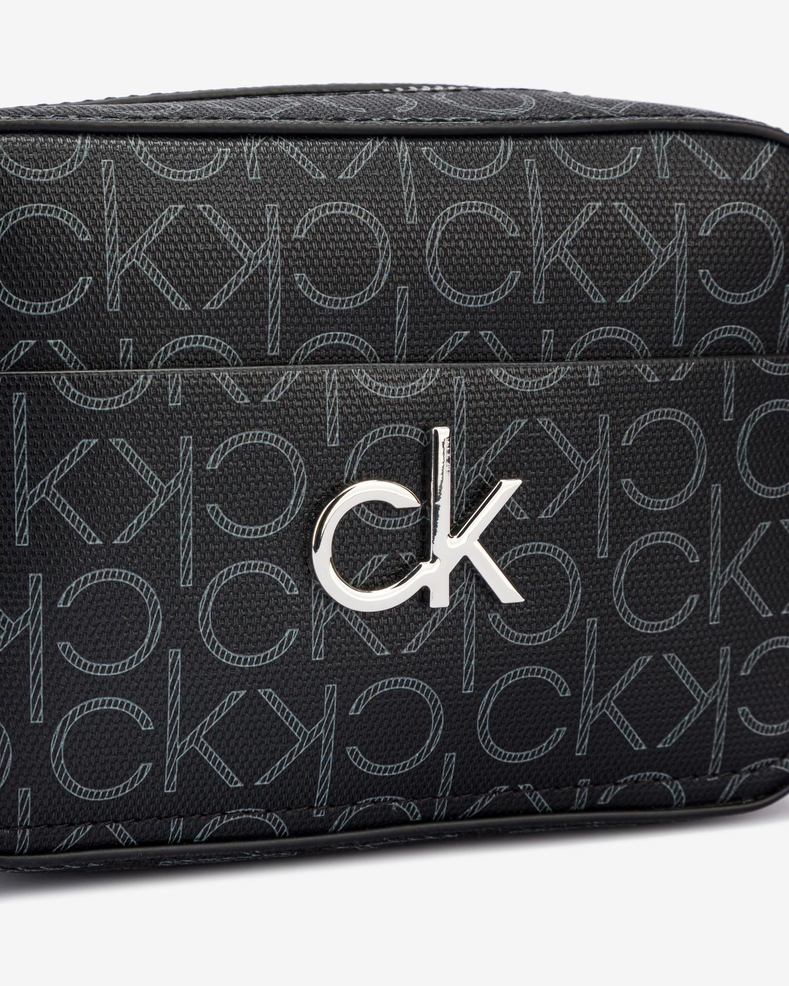Calvin Klein fekete crossbody táska Camera Monogram