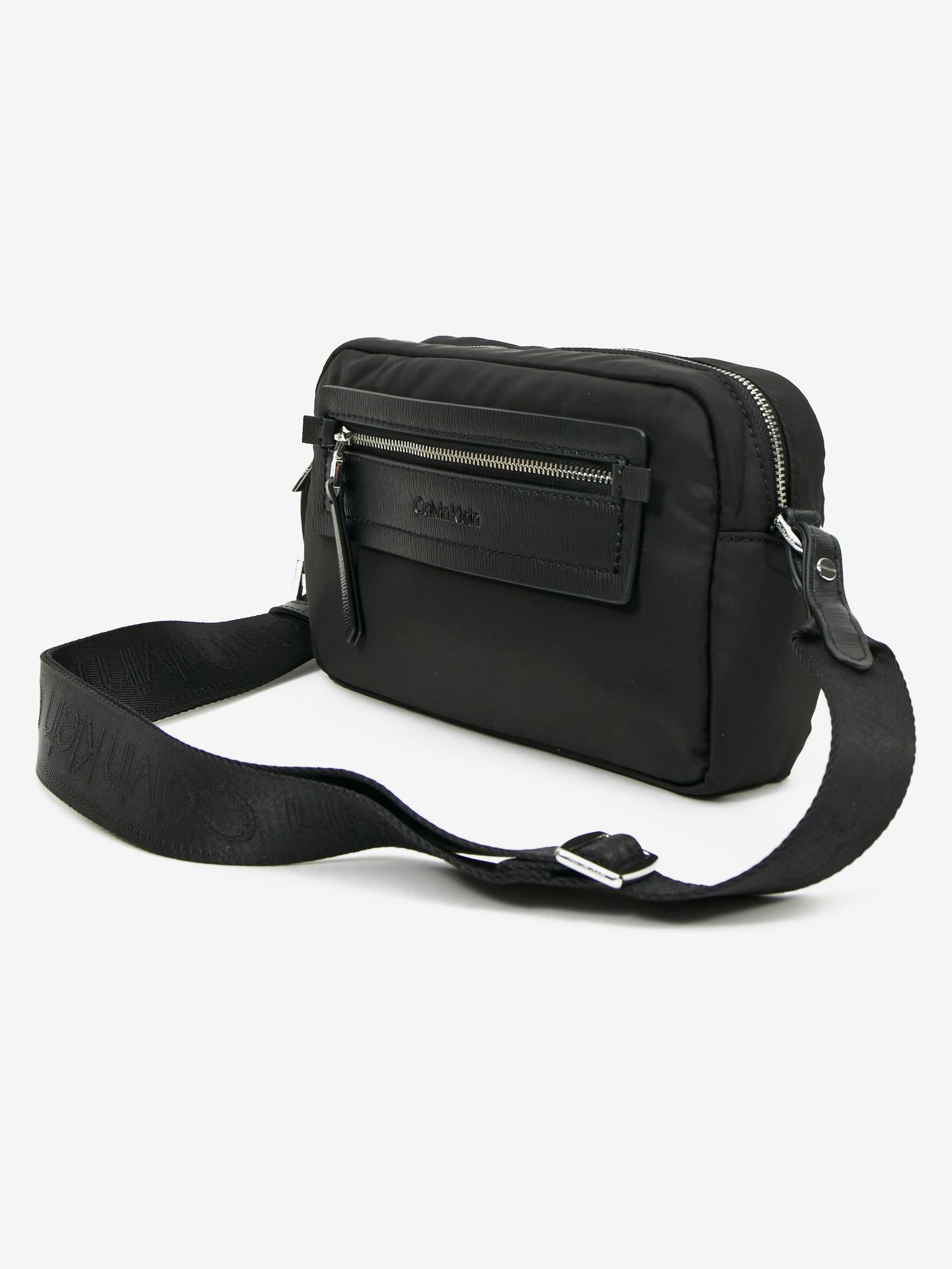 Calvin Klein fekete crossbody kézitáska Essential