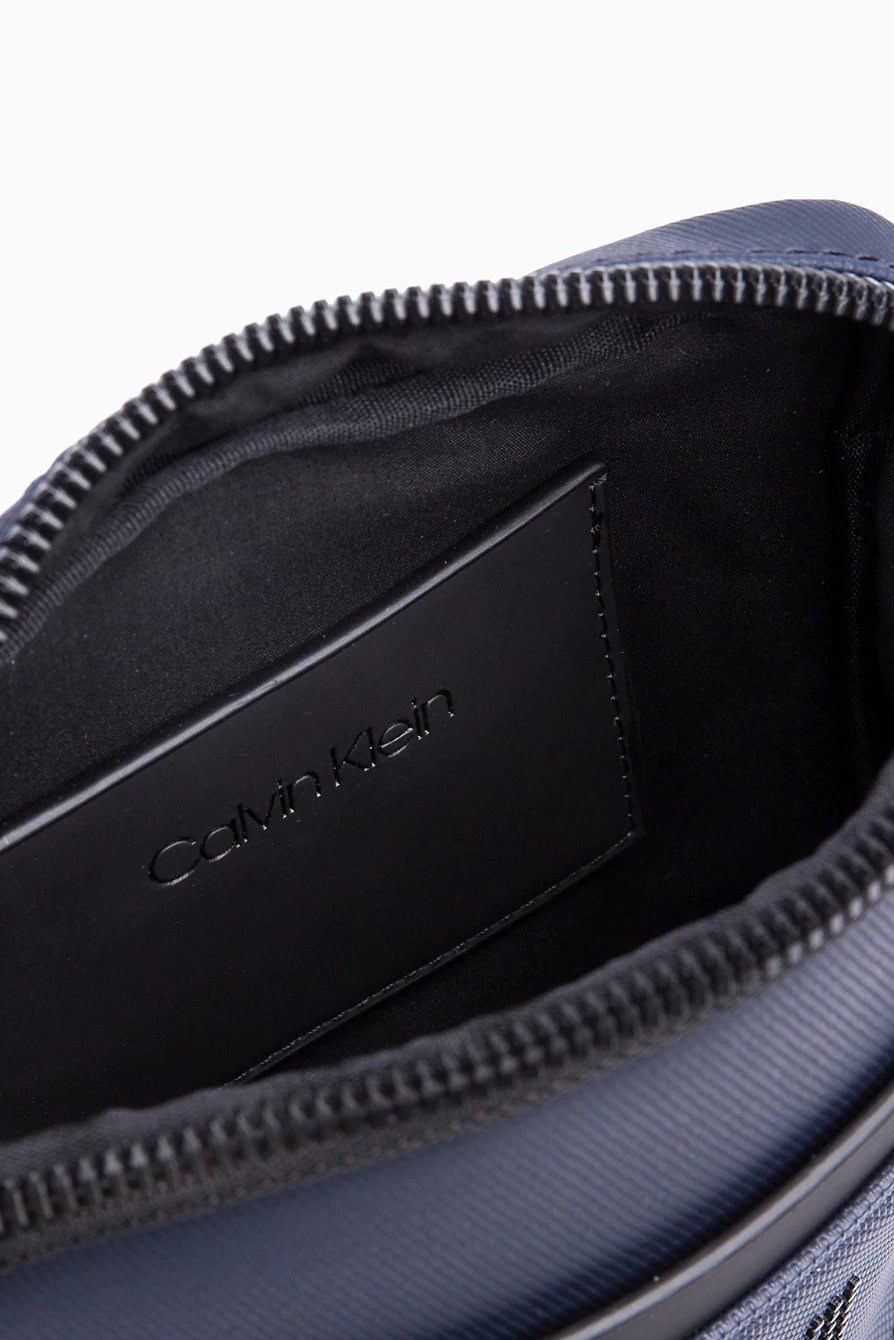 Calvin Klein sötétkék crossbody táska CK Point Mini Report