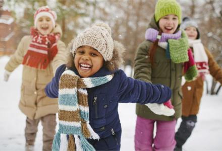 Gyermek téli hótaposók