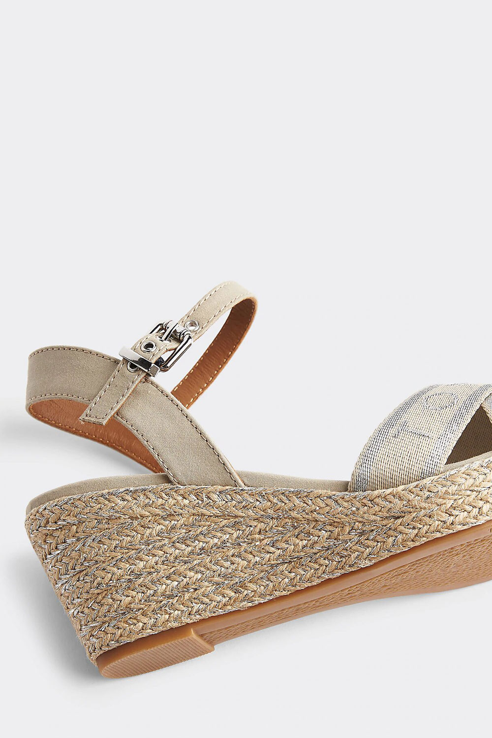 Tommy Hilfiger cipô ékkel Metallic Wedge Sandals