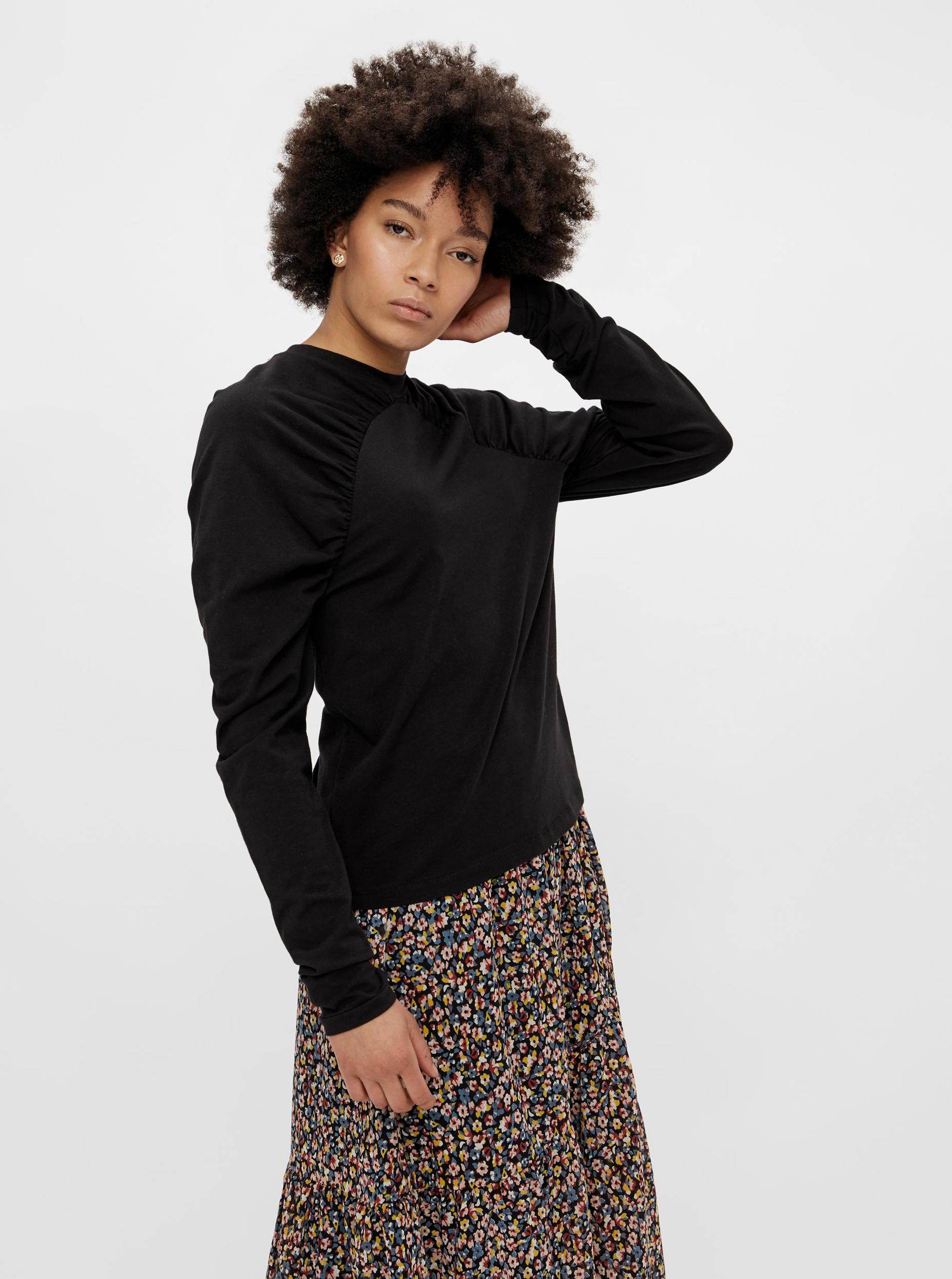 Pieces fekete női póló fodros ujakkal